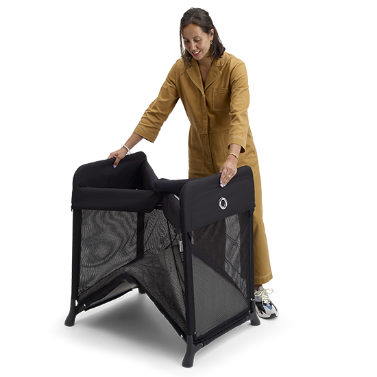 a woman unfolding the Bugaboo Stardust Playard, shop Kidsland